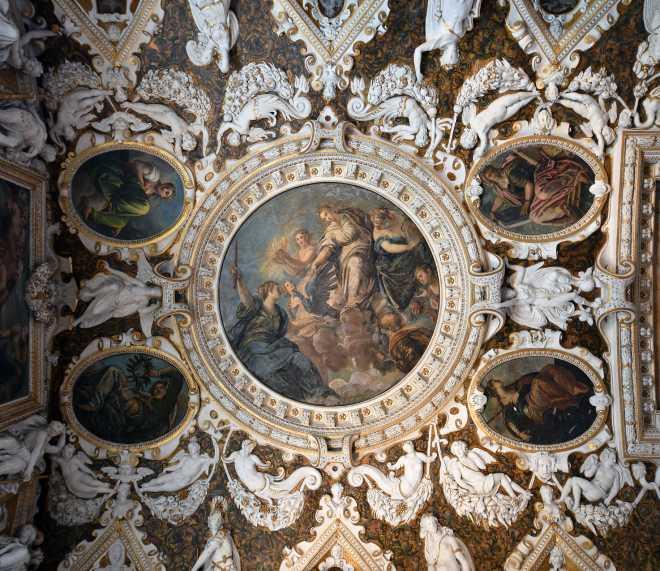 sala quattro porte palazzo ducale soffitto
